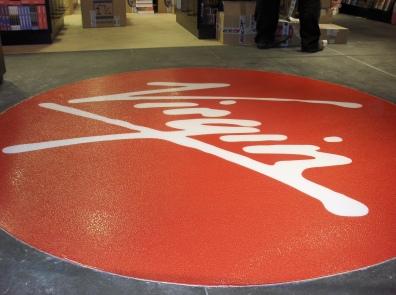 posadzka z logo firmy 3